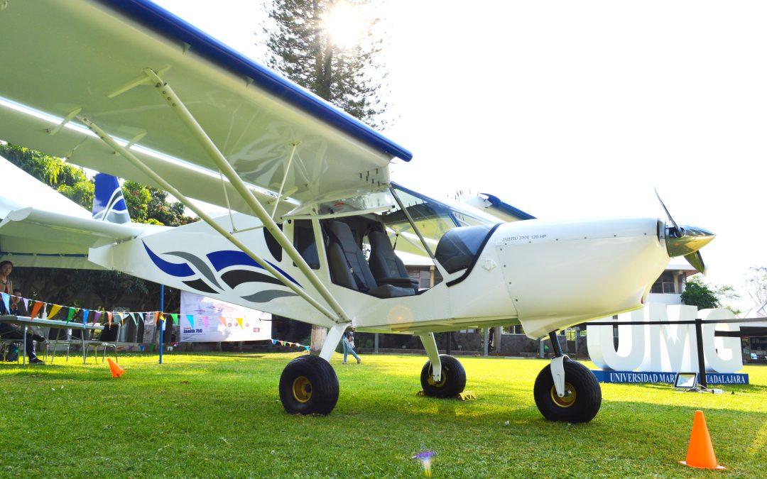 Primer vuelo del avión Zenith 750°