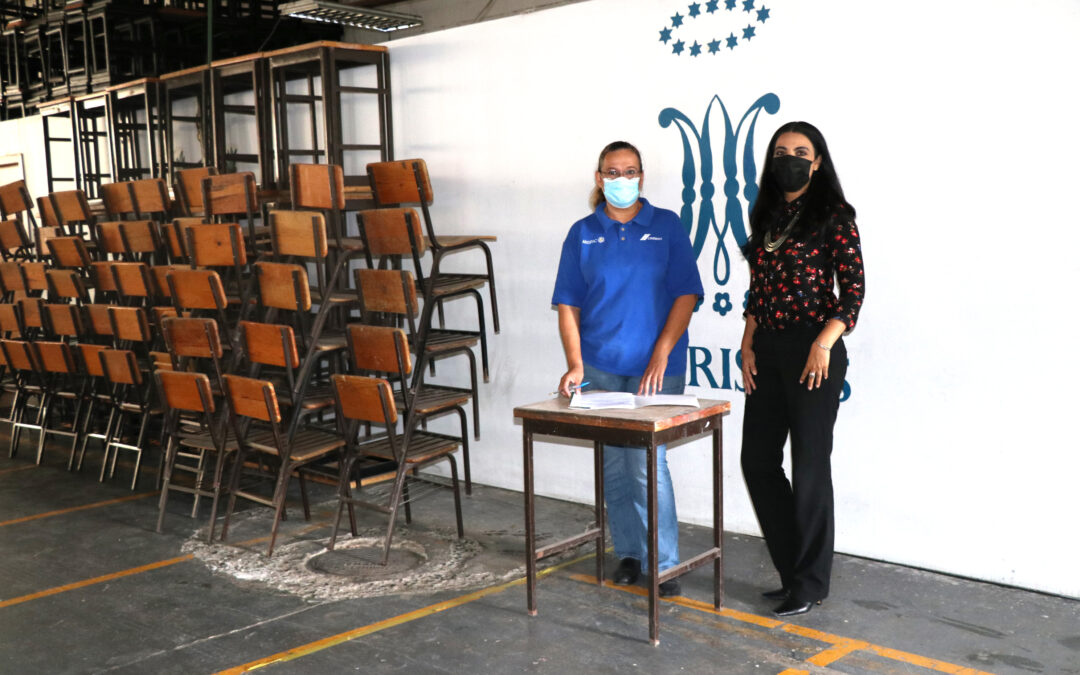 Donación de mobiliario escolar
