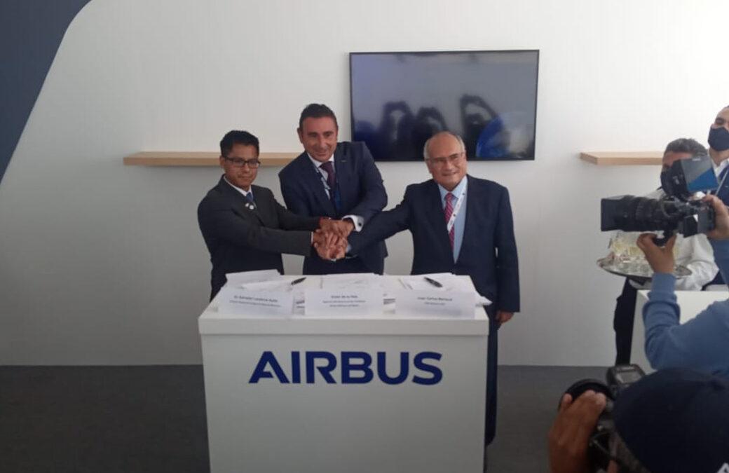 Alumnos de la universidad Marista de Guadalajara fueron testigos de la firma del convenio entre la Startup Dereum Labs, Agencia Espacial Mexicana y Airbus.